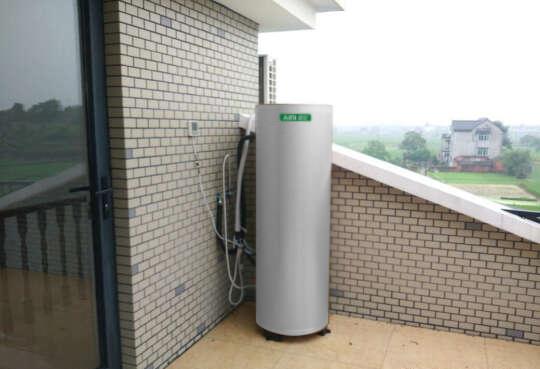 湖南岳阳向女士家用空气能热水器案例